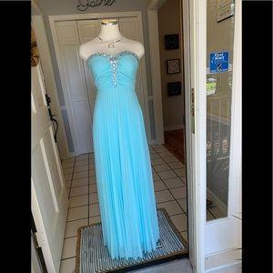 Dress-evening gown- prom/wedding